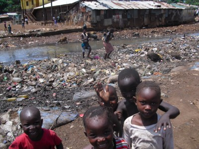 Kids_at_dump_in_Sierra_Leone